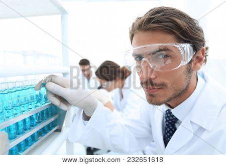 man in goggles to check fluid in vitro.