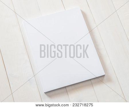 Mock-up Book Cover Blank A4 Size Paperback Mockup For Catalog, Magazine Booklet, Portfolio, Menu Des