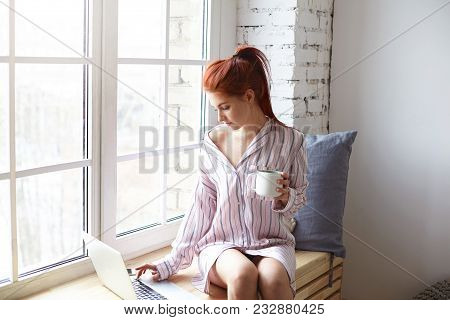 Modern Technology, Leisure And Communication Concept. Pretty Redhead Girl With Ponytail Sitting On W