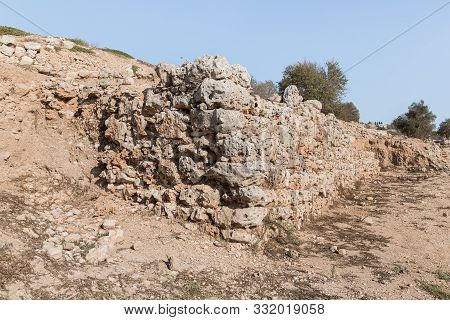 Rosh Haayin, Israel, October 31, 2019 : Archaeological Excavations Of The Ancient Shiloh Archaeologi
