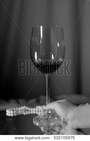 Glass Wine Saver Vintage Bar Alcohol Picture Pearls Glass Bar Rest Food Red Sparkling Bottle Backgro