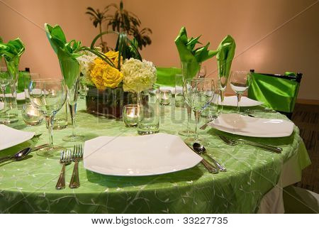 Banquet / Formal Dinner Table Setting