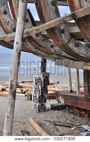 Tarqui Beach, Manta, Manabi, Ecuador, 24/12/2009. Old Boats Being Repaired On The Sand By The Edge O