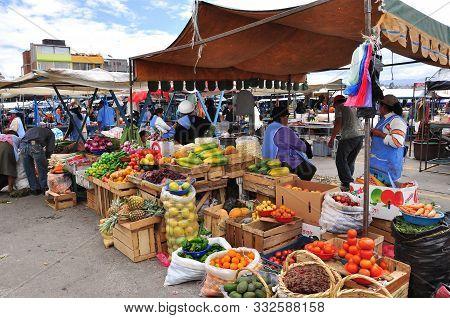 Latacunga, Cotopaxi, Ecuador, 30/ 11/ 2009 Market Sellers In Local Square
