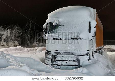 Truck stuck in snow ba a highway after big snowfall