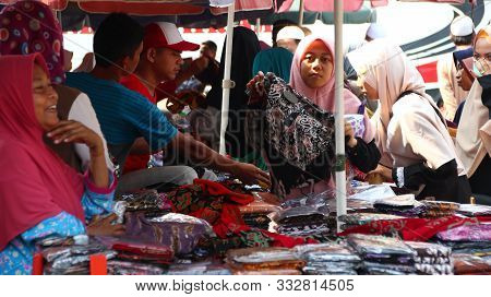 The Atmosphere Of Batik Traders During Transactions With Their Customers In Pekalongan Indonesia, No