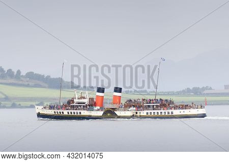 Greenock, Scotland, Uk, September 5th 2021, The Waverley Paddle Steamboat Full Of Tourists Travellin