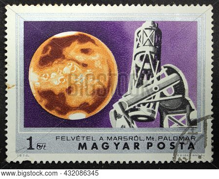 Hungary - Circa 1974: Postage Stamp 'mars And The Hale Telescope At Palomar Observatory' Printed In