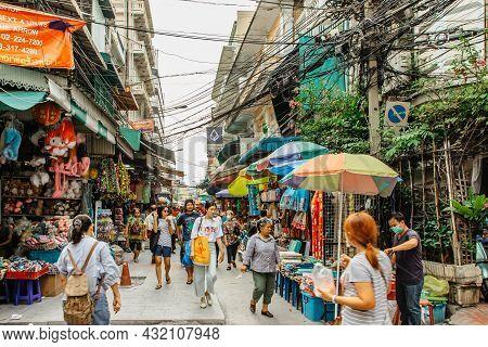 Bangkok, Thailand - January 17,2020.busy Morning In Chinatown,shopping People,market Stalls,vendors