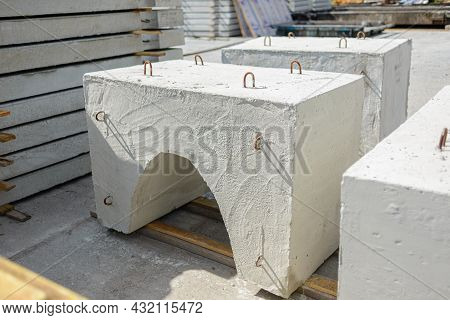 Reinforced Concrete Weighting Agent Of Wedge-shaped Type Ubkm Ready For Shipment At The Warehouse Of