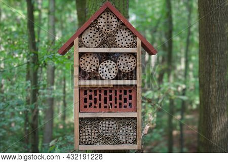 Wooden Insect House Decorative Hotel For Insects, Ladybugs And Bees For Butterfly Hibernation And Ec
