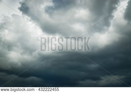 Dark Clouds In The Sky Before The Rain, Cloud, Storm Cloud Before A Thunder Storm Background. High Q