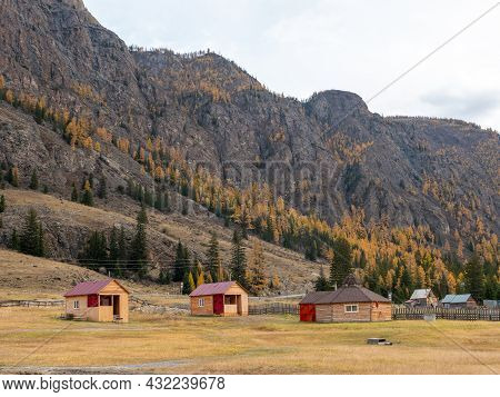 Autumn View Of The Altai Mountains And Wooden Houses Near The Village Of Aktash. Chuysky Tract, Alta