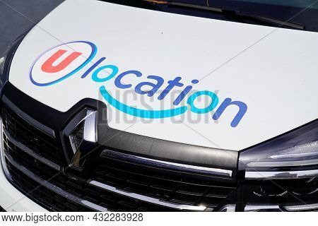 Bordeaux , Aquitaine  France - 09 05 2021 : U Location Renault Trafic Text Sign And Brand Logo On Re