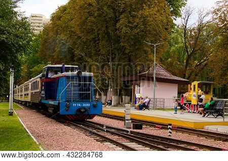 Kyiv, Ukraine-august 22, 2021:close-up View Of The Diesel Locomotive With Several Cars Which Are App