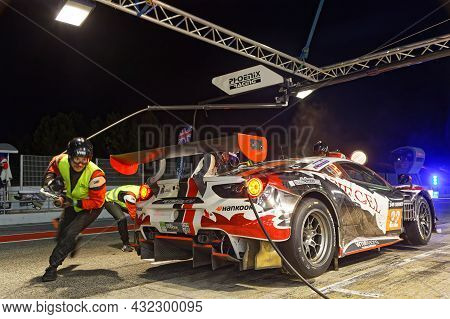 Barcelona, Spain, September 4, 2021 : Tyres Change At Night During 24h Series, A Long Distance Inter