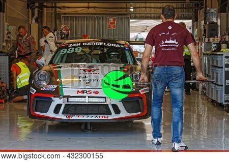 Barcelona, Spain, September 3, 2021 : Mechanicals In The Pits Of 24hours Series By Hancook Barcelona