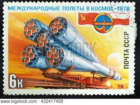 Ussr - Circa 1978: Postage Stamp 'soyuz-30 Before Launch' Printed In Ussr. Series: 'space Flight Of