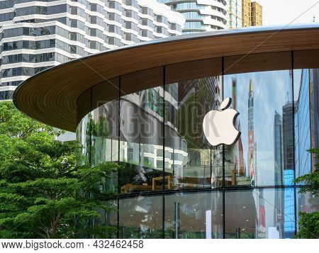 Bangkok, Thailand - August 29, 2021: Apple Centralworld Is Temporarily Closed Due To Covid-19 Lockdo