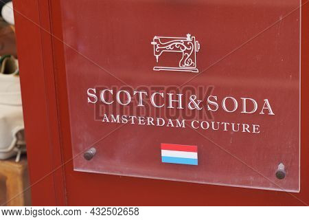 Bordeaux , Aquitaine  France - 09 05 2021 : Scotch & Soda Logo Brand And Sign Text Front Of Store Sc