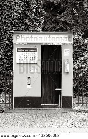 Berlin, Germany, August 29, 2021, Photo Booth For Passport Photos In Skalitzer Strasse, Kreuzberg Wi