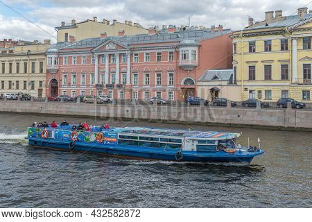 Saint Petersburg, Russia - September 05, 2021: Pleasure Boat On The Fontanka River On A Cloudy Septe