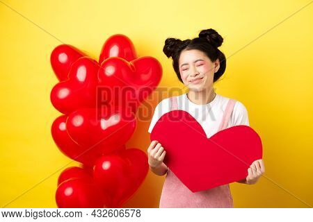 Happy Valentines Day. Silly And Beautiful Asian Woman Smiling Dreamy, Showing Red Heart, Imaging Rom