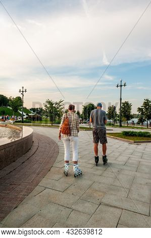 Yaroslavl, Russia-august 4, 2018: A Young Couple Walks And Rollerblades Along The Embankment Near Th