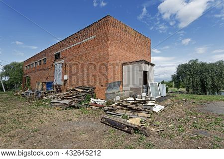 Derelict Barn Building, Abandoned Agricultural Red Brick Outbuilding.