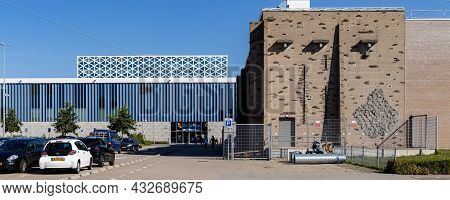 Zwolle, The Netherlands - September 8, 2021: Highschool Windesheim In Zwolle Overijssel, Netherlands