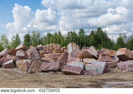 Blocks Of Red Granite Different Sizes With Flat Sides After Stone Cutting Tool Work And Torn Edges,