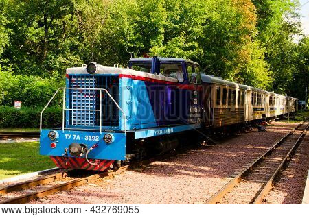Kyiv, Ukraine-august 22, 2021:close-up View Of The Diesel Locomotive Tu-7a With Several Cars Which A