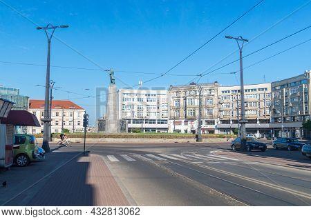 Lodz, Poland - June 7, 2021: Freedom Square Of Tadeusz Kosciuszko Monument. Monument Designed By Mie
