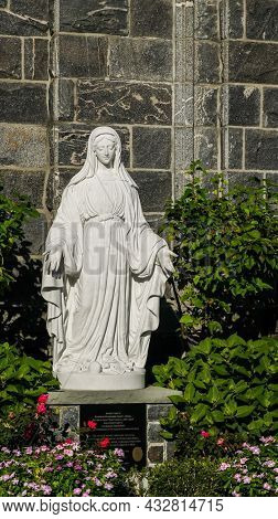 GREENWICH, CT, USA - SEPTEMBER 11, 2021: Virgin Mary statue at Saint Mary church entrance at Greenwich Avenue