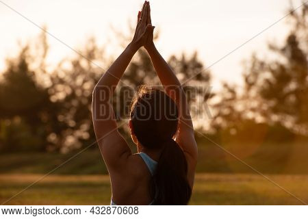 Concept Of Healthy Lifestyle And Relaxation-close Up Back View Of Attractive Girl In Sportswear Rais