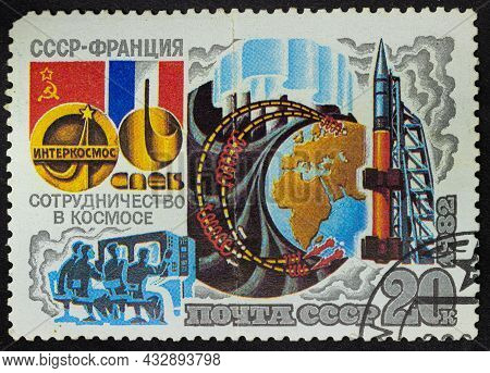 Ussr - Circa 1982: Postage Stamp 'research The Aurora Borealis' Printed In Ussr. Series: 'joint Sovi