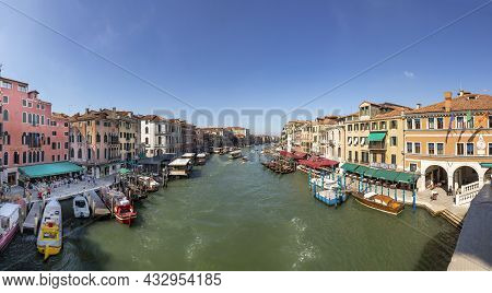 Venice, Italy - July 7, 2021: View From Ralto Bridge To The Grand Canal In Midday Heat In Venice, It