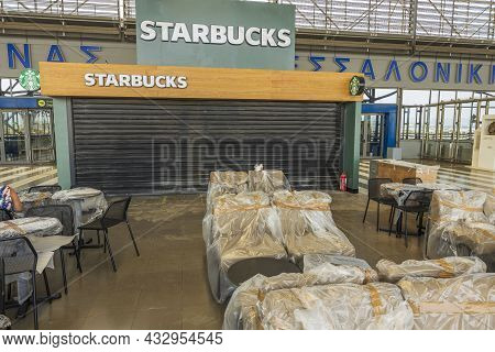 Close Up View Of Exterior Starbucks Coffee Restaurant With Packed Tables And Chairs Under Covid 19 P