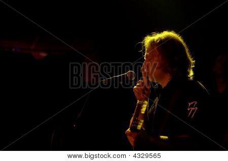 Rock-singer On Live Convert