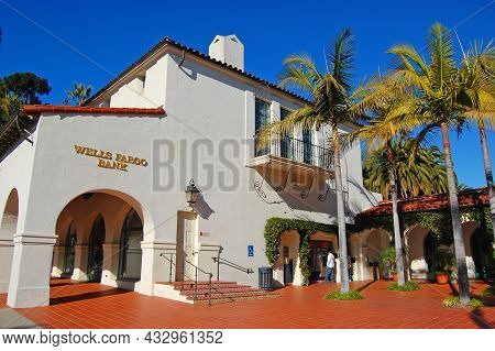 Santa Barbara, Ca, Usa - Jan. 4, 2009: Wells Fargo Bank In A Spanish Colonial Style Building At 1036