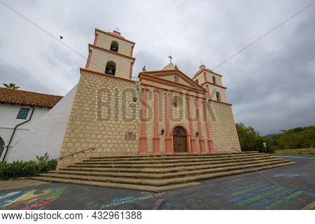 Old Mission Santa Barbara Is A Spanish Colonial Style Mission Built In 1820 At 2201 Laguna Street In