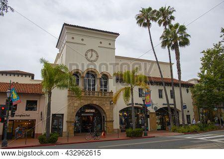 Santa Barbara, Ca, Usa - Jun. 20, 2019: Zumiez Shop In A Spanish Colonial Style Building At 803 Stat