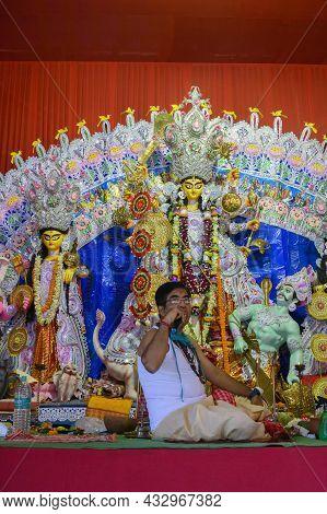 Howrah,west Bengal,india - 25th October 2020 : Hindu Purohit Uttering Sanskrit Shlokas For Pushpanja