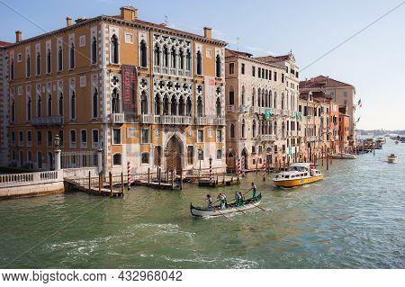 Venice, Italy - October, 08 2017 Palazzo Cavalli-franchetti And Grand Canal From Ponte Dellaccademia