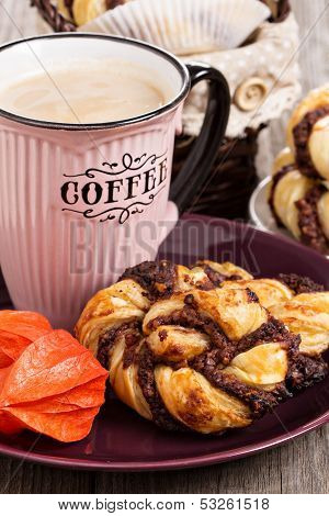 Puff pastry with chocolat eon a plate with coffee