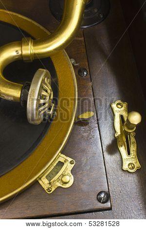Antique Gramophone Phonograph 1