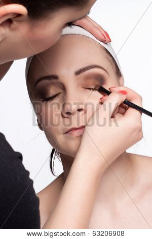 Paint Eyes With Eye Shadows