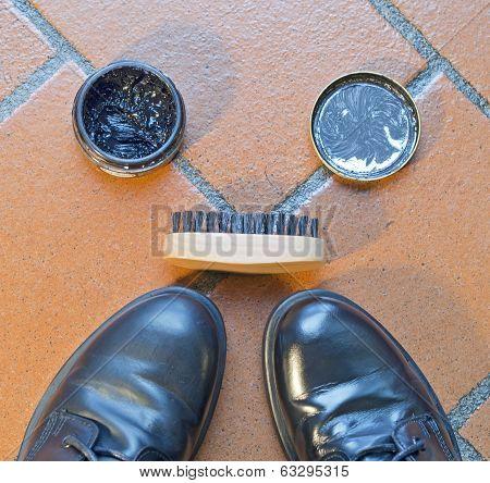 Kit To Polish Black Shoes,   Polish And Brush