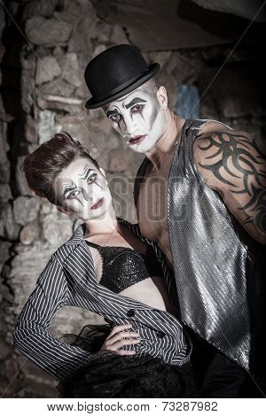 Dramatic Cirque Couple