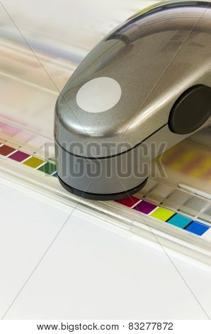 Press color management spectrophotometer device unit control